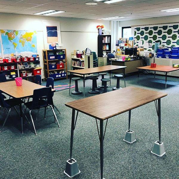 flexible-seating_table-on-bed-riser